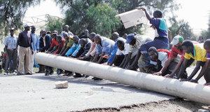 Karuturi workers block South Moi Road, in Naivasha, Kenya, demanding their wages (Feb 2014)